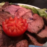 Kalvestek med kokte og bakte grønnsaker og jordskokkpuré