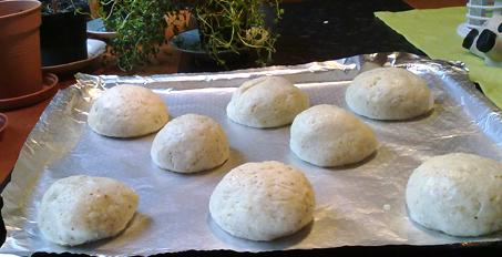 Utrullede glutenfrie og melkefrie boller