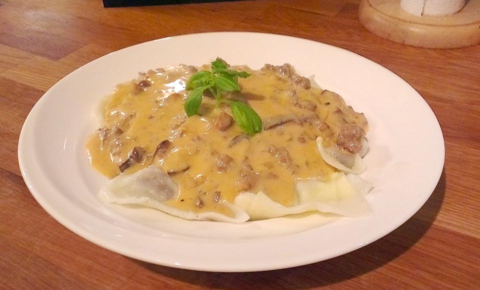 Hjemmelaget pasta med elg og shitakesopp