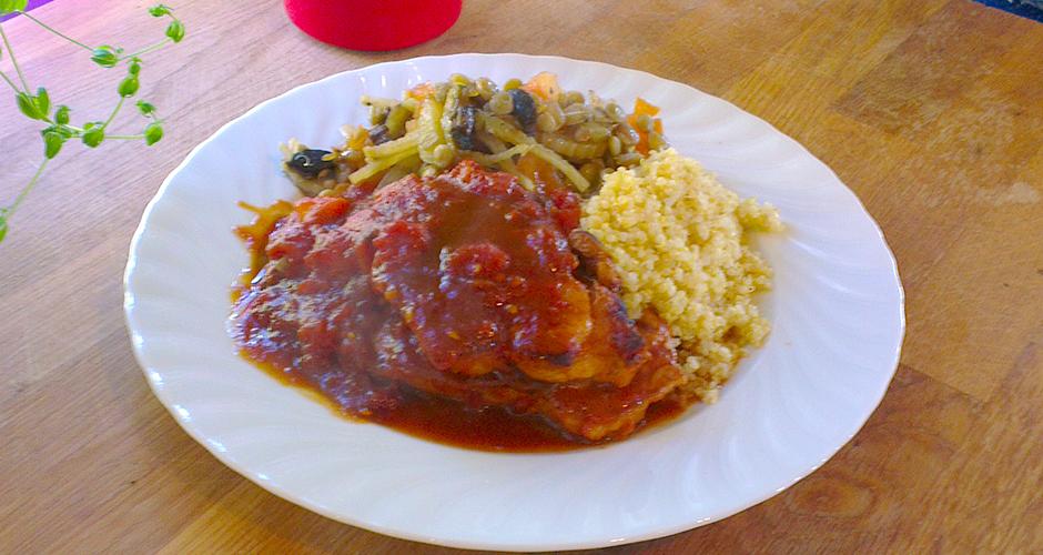 Barbequemarinert svinebiff med quinoa og søt tomatsaus