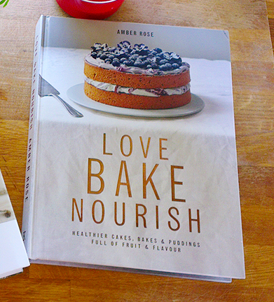 """Love, bake, nourish"" av Amber Rose"