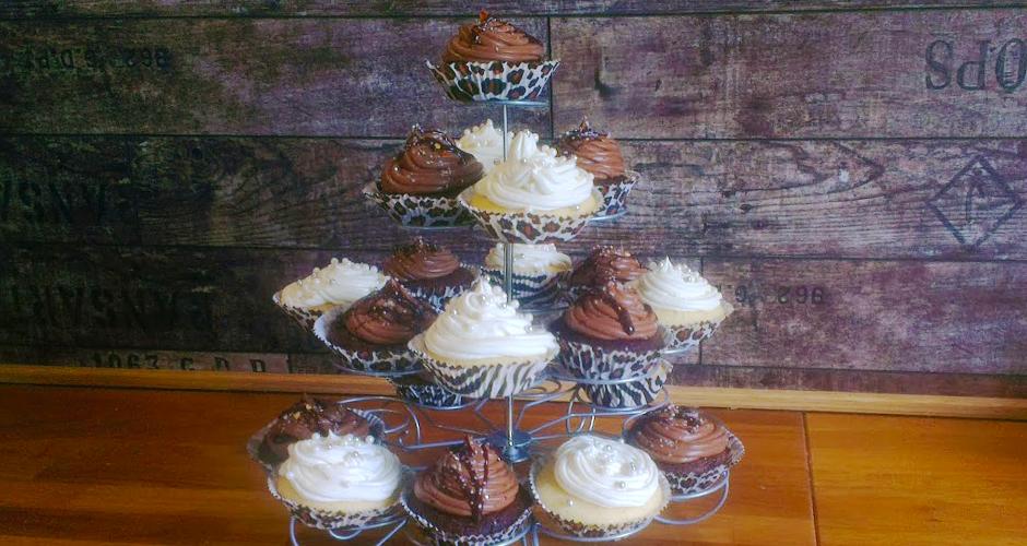 Stativ med glutenfrie og melkefrie cupcakes