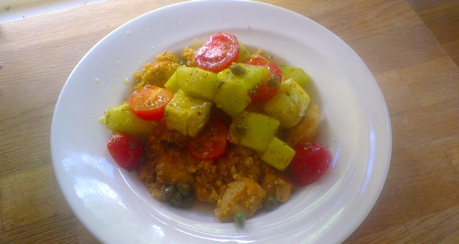 Agurk og tomatsalat med kylling i couscous