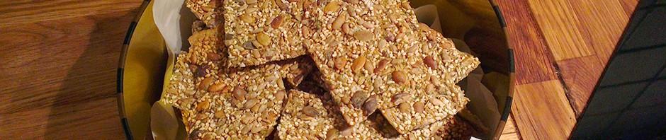 Oppbevar hjemmelaget knekkebrød i en kakeboks